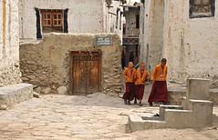 Nepal- Mustang- Lo Mantang (venturidonatella) Tags: asia nepal lomantang street strada streetlife streetscene people persone gentes monk monks monaco monaci colori colors nikon d300 nikond300 ragazzi children boys bambini buddha buddhism buddismo emozioni mustang abigfave