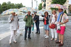 Les parapluies de Charlottenburg (philippeguillot21) Tags: parapluie people gens femme woman homme man charlottenburg berlin deutschland allemagne pixelistes canon