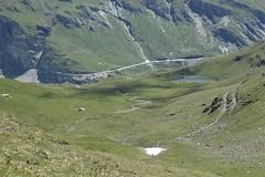 descente sur le lac des Louchés (bulbocode909) Tags: valais suisse moiry grimentz valdanniviers lacdeslouchés lacs montagnes nature alpages vert