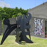 A. Calder et J. Dubuffet à l'Hakone open-air museum (Japon) thumbnail