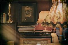 Forgotten treasures (michael_hamburg69) Tags: hamburg germany deutschland hanseatischematerialverwaltung alt retro used vintage gebraucht oberhafen hafengebiet portrait bild schallplatten vinyl stereoanlage möbel lampe