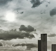 Ahí arriba (Javier Diaz Luis AZUL) Tags: canon canon6d sigma tenerife nube nubes cloud blackandwhite blancoynegro f