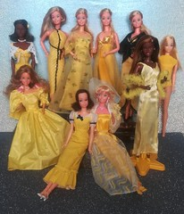 Ladies in Yellow 😍💙 (Lo_zio87_Barbie Collector) Tags: barbie superstar 1977 christie yellow ladies quick curl cara standard european picture pretty heart family 2018