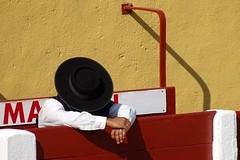 Le Majoral (aficion2012) Tags: ceret 2018 toros bull bullfight corrida sao torcato francia france frança catalogne catalunya taureaux taureau tauromachie tauromaquia majoral sombrero chapeau callejon são portugal red colors hat yellow