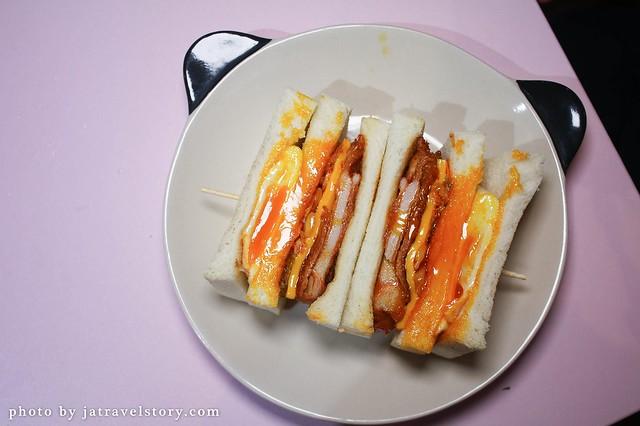 餓店蒸氣吐司。必點外脆內嫩麻婆豆腐蛋餅、蔥啥櫻桃鴨、泡菜起司辣雞!IG打卡必去粉嫩浪漫環境! @J&A的旅行