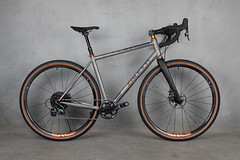 4U0A0539.jpg (peterthomsen) Tags: gravelbike allroad titanium chrisking enve caletticycles anodized seanco gravelgrinder nahbs handmade bicycle