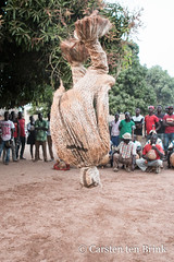 Panther dance (10b travelling / Carsten ten Brink) Tags: 10btravelling 2018 africa africaine african afrika afrique bolo boloy boloye carstentenbrink cotedivoire elfenbeinkueste iptcbasic ivorian ivorycoast korhogo senoufo senufo waraniene waraniéné westafrica africain cmtb dance danse ivoirien ivoirienne north panther ritual rituel tenbrink