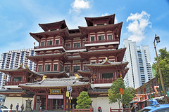 Buddha Tooth Relic Temple (Manoo Mistry) Tags: nikon nikond5500 tamron tamron18270mmzoomlens singapore buddhist buddha buddhism buddhatoothrelictemple buddhisttemple chinatown culture temple building