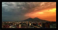 Explosion de lumière sur le Vésuve (Jean-Louis DUMAS) Tags: sunrise volcan town ville clouds nuages sunset coucherdesoleil smartphone iphone