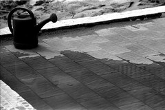 """ l'estate "" (Davide Zappettini) Tags: bw blackandwhite bianconero filmphotography summer beach davidezappettiniphotography ilford"