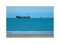 L'entrée au port... (Laurent TIERNY) Tags: océan bateau port
