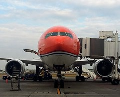BOEING 777-306ER (John Orellana) Tags: klm boeing777 pride orange airlines airport guayaquil segu gye ecuador avgeeks aircraft airplane boeing spotter royal dutch