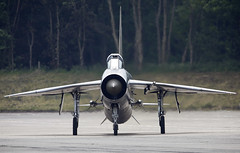 Lightning (Bernie Condon) Tags: bruntingthorpe uk coldwarjets aircraft planes aviation jet jets taxi british raf royalairforce englishelectric bac lightning fighter interceptor military warplane classic preserved vintage coldwar qra