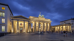 Brandenburger Tor - Berlin (david.bank (www.david-bank.com)) Tags: berlin brandenburger tor germany deutschland dusk twilight bluehour mitte gate