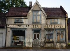 Moderne Markiser Persienner (KOKONIS) Tags: skilt sign østfold halden norge norway nikon d600 scandinavia skandinavia europe europa