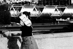 Demasiado Sol (jesus pena diseño) Tags: jpena jpenaweb jesuspenadiseño woman rio madrid spain bnw streetphotography noir wlk sun
