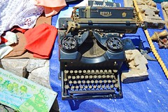 Lisbon,Portugal (Soulz84) Tags: typewriter vintage oldbutgold azul market fleamarket daytrip explorer wanderer discover capture royal letters keyboard mechanical machine feiradaladra nikon nikond3200 d3200 lisbon lisboa portugal summer