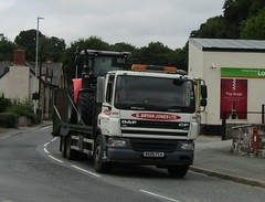 G Bryan Jones NX06 FCA at Llanfair Caereinion (Joshhowells27) Tags: lorry daf cf tractors bishopscastle gbryanjones flatbed
