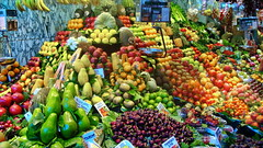 Juicy fruits (gerard eder) Tags: world travel reise viajes europa europe españa spain spanien barcelona mercado market markt boquería mercadodelaboqueria frutas fruits früchte obst markthalle food lebensmittel