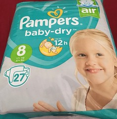 Elle serais sortie (ykdq6) Tags: pamperssize baby babydry size8 pampers
