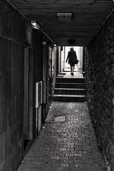 Alley off Market Square (tatzlum.photo) Tags: path 50mm leicamp240 blackandwhite monochrome lakedistrict keswick alley street urban