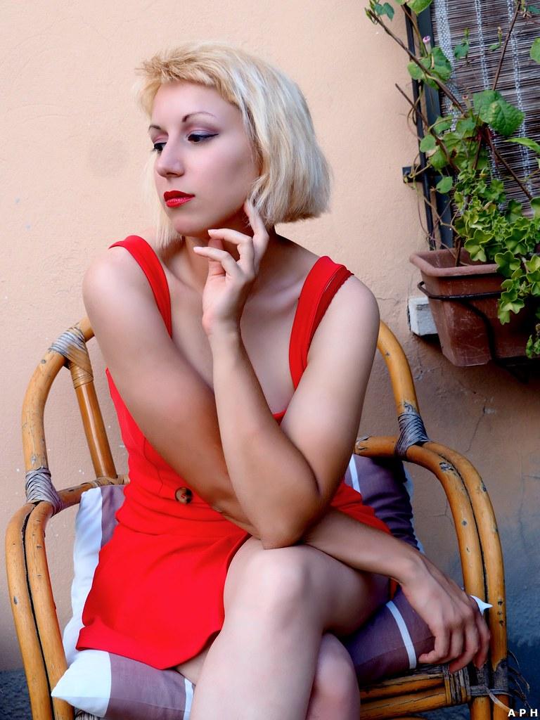 f2e99269c7e (KurenaiSutcliff) Tags  model sensual makeup blonde blondegirl girl sexy red