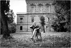 Home Sweet Home (Steve Lundqvist) Tags: woman donna ragazza portrait beauty ritratto italy italia grooming groomed posh classy fashion moda glasses sunglasses leica q garden albero foresta erba legno villa mansion house