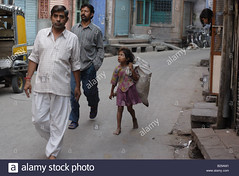 a-girl-begging-on-a-street-in-so-called-blue-city-of-jodhpur-rajastan-B29AM1 (Matriux2011) Tags: barefoot dirtysoles cracksoles indian nepali barefootextreme talonescurtidos piesrajados