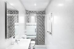 Baño (zvon.m.r) Tags: apartment architecture bathroom flat home interior livingspace lovelyhome madrid modern piso shower spain whitespace baño