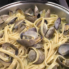 #clams #linguine ##pistachio #pesto #garden #grown #homemade #Food #CucinaDelloZio - (grapegraphics) Tags: clams linguine pistachi pistachio pesto garden grown homemade food cucinadellozio
