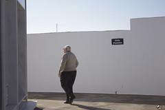 De camino a las estrellas. (elojeador) Tags: cementerio cementeriodeantas hombre padre papá panteón reja puerta tapia muro torreta torreeléctrica mármol cemento porfavor quenoseakang porfavorelojeador