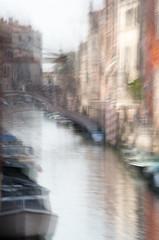 UNE RUE A VENISE (zventure,) Tags: venise venice eau reflets reflexion ruelle rue bleu bateaux petitcanal ponts pont aube automne aurore cheminee flou file matin italie vitesselente