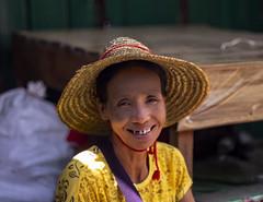 Rostros para un mercado (Nebelkuss) Tags: myanmar nyaungshwe lagoinle inlelake asia birmania burma rostro face mercado market fujixt1 canonfd55f12