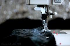 LITTLE BLACK DRESS (Anne-Miek Bibbe) Tags: littleblackdress black zwart noir schwarz nero negro blackbeauty smileonsaturday happpysmileonsaturday canoneos700d canoneosrebelt5idslr annemiekbibbe bibbe nederland 2018 naaimachine sewingmachine naaien sewing dress jurk