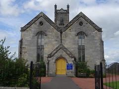 Tulliallan & Kincardine Parish Church (Wider World) Tags: scotland clackmannanshire tulliallan church kirk churchofscotland gothic zigzag door yellow kirkstreet parish kincardine