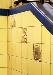 Aldgate East Tiles (R~P~M) Tags: train railway station londonunderground aldgateeast london england uk unitedkingdom greatbritain tike pottery ceramic poolepottery haroldstabler