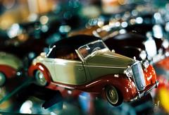 Model cars in showcase (mkk707) Tags: film analog 35mmfilm leicar7 leicasummiluxr50mm2ndmodel11776 kodakportra800 wwwmeinfilmlabde bokeh vintagelens vintagefilmcamera itsaleica reflections macro modelcar