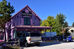 Purple Pie Place (MarkusR.) Tags: mrieder markusrieder nikon d7200 nikond7200 vacation urlaub fotoreise phototrip usa 2017 usa2017 southdakota custer city town stadt purple pink purplepieplace restaurant icecream pieshop