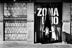 Zona uno (fernando_gm) Tags: blackandwhite bw blancoynegro monochrome madrid monocromo monocromatico mujer people person persona street spain calle callejera city ciudad fujifilm fuji f14 35mm españa europa matadero madridrio