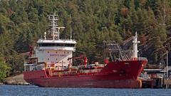 The oil tanker Toli at Berg Oil POrt in Nacka, Stockholm (Franz Airiman) Tags: båt boat ship fartyg stockholm sweden scandinavia saltsjön nacka tankfartyg tanker