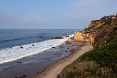 Malibu Beach (Prayitno / Thank you for (12 millions +) view) Tags: konomark elmatador state beach malibu ca california outdoor pacific ocean shore line rock rocky coastal day time activity fun breathtaking view spectacular white sandy beaches blue sky