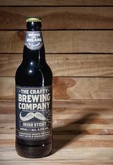 Irish Stout (Nancy Boy - Photographe amateur) Tags: bottle stout bière beer irish wood bois yongnuo canoneos80d