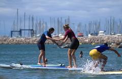La leçon de paddle (chriskatsie) Tags: mer sea eau water paddle sport été summer fille girl planche board course chute fall laugh