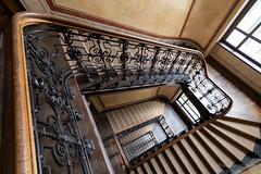 Alte Treppe (Frank Guschmann) Tags: treppe treppenhaus staircase stairwell escaliers stairs stufen steps architektur frankguschmann nikon d500