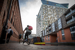 20180815_The-Cube (Damien Walmsley) Tags: thecube canal worcesterandbirminghamcanal cyclist pedestrian longboat citycentre towpath