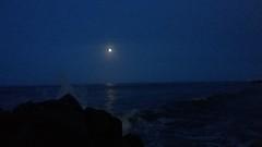 Luna al amanecer 20170411_055637_006 (Rocío Vílchez V-M) Tags: luna reflejo noche mar oceano agua cielo