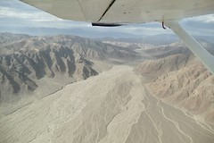 flying the Nazca valley Peru (roli_b) Tags: flying nazca nasca valley canon palpa pampa cañon peru avion aereo aircraft flugzeug wing window seat aerial view river mountains landscape above landschaft