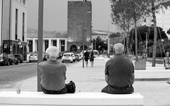 Due uomini e una birra (fiore_lla4ever) Tags: two men one beer friends bench black white city photography lightroom canon eos 6d flower