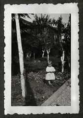 Vicenza maggio 1936 (dindolina) Tags: italy italia veneto vicenza garden giardino family famiglia vignato history storia twins gemelli 1936 1930s annitrenta thirties vintage