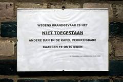 Scheveningen: Lourdeskapel brandgevaar (Henk Binnendijk) Tags: scheveningen netherlands nederland holland dutch denhaag thehague chapel lourdeschapel lourdeskapel cave grot bernadettesoubirous stiltecentrum brandgevaar bord sign kaarsen candles warning